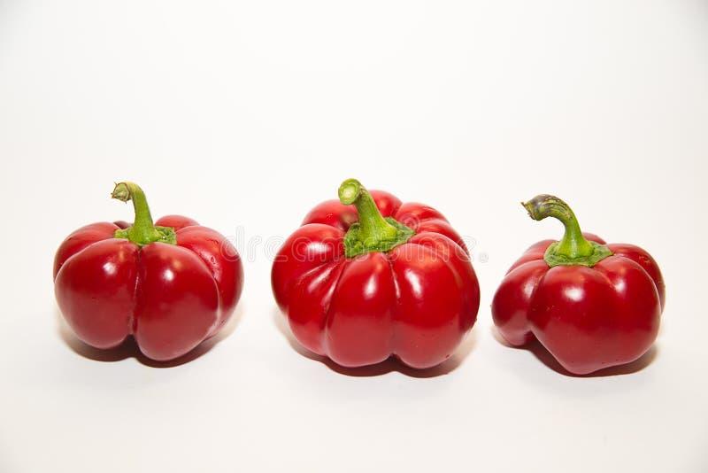 三个成熟红辣椒在白色 免版税图库摄影