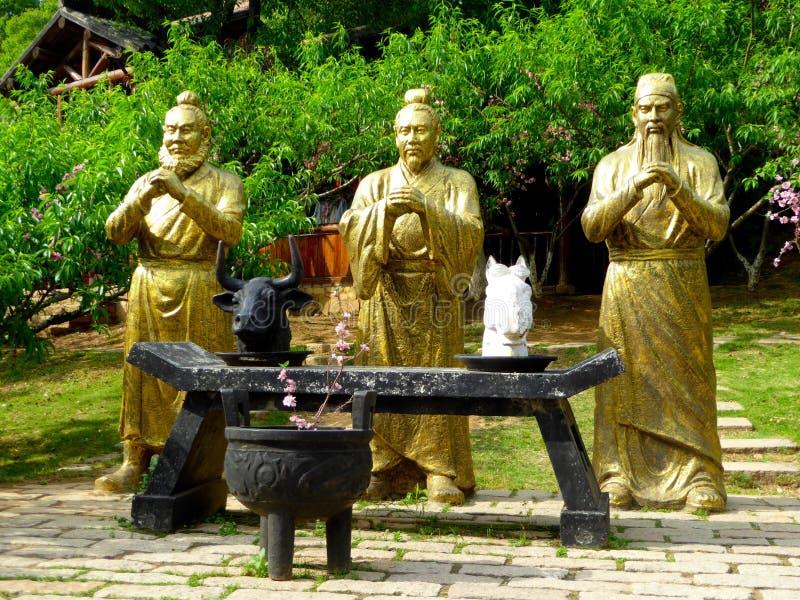三个王国的字符铜雕象 免版税库存照片