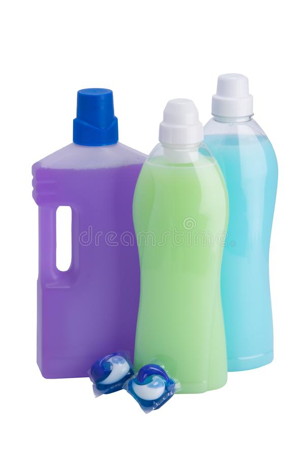三个瓶不同颜色液体,清洗和洗涤的两个胶囊的,在白色背景 库存图片