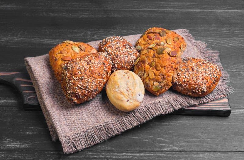 三个自创黑麦小圆面包 免版税库存照片