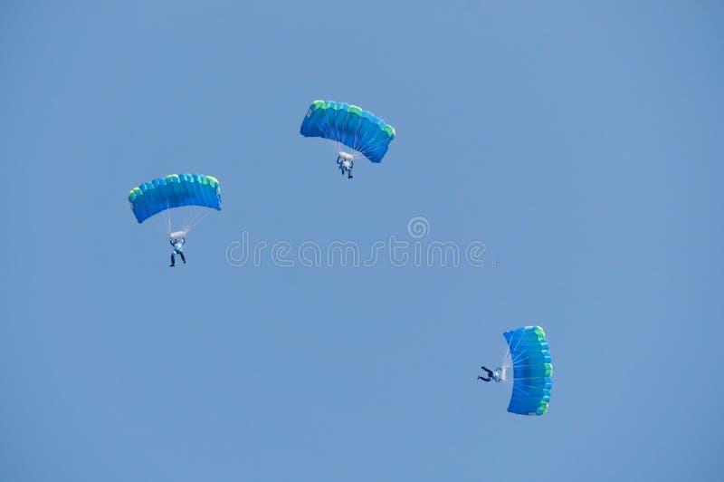 三个跳伞运动员 库存照片