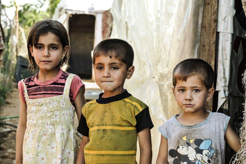 三个难民孩子在Bekaa在黎巴嫩 免版税库存照片