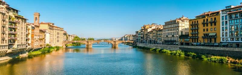 三位一体佛罗伦萨的桥梁的圣诞老人Trìnita全景 免版税库存图片