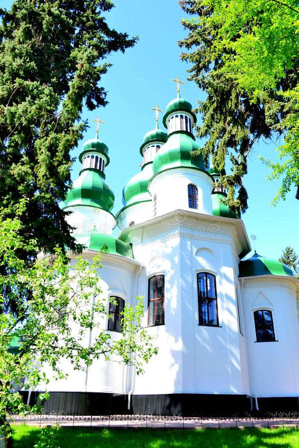 三位一体修道院Kitaevo教会在基辅 免版税图库摄影