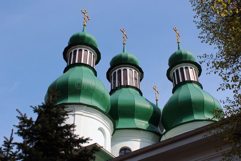 三位一体教会和修道院在Kitaevo,基辅,乌克兰 免版税库存照片