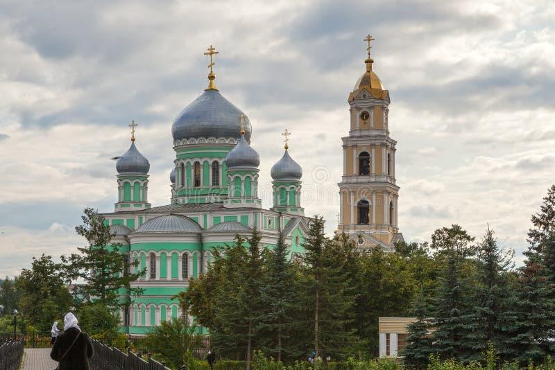 三位一体教会和Troitsky Serafimo-Diveyevs钟楼  库存照片