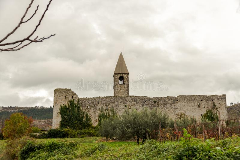 三位一体教会在Hrastovlje,斯洛文尼亚 免版税库存图片