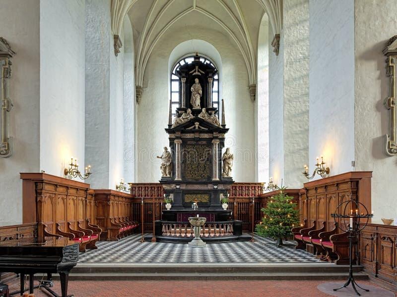 三位一体教会的法坛在Kristianstad,瑞典 免版税库存图片