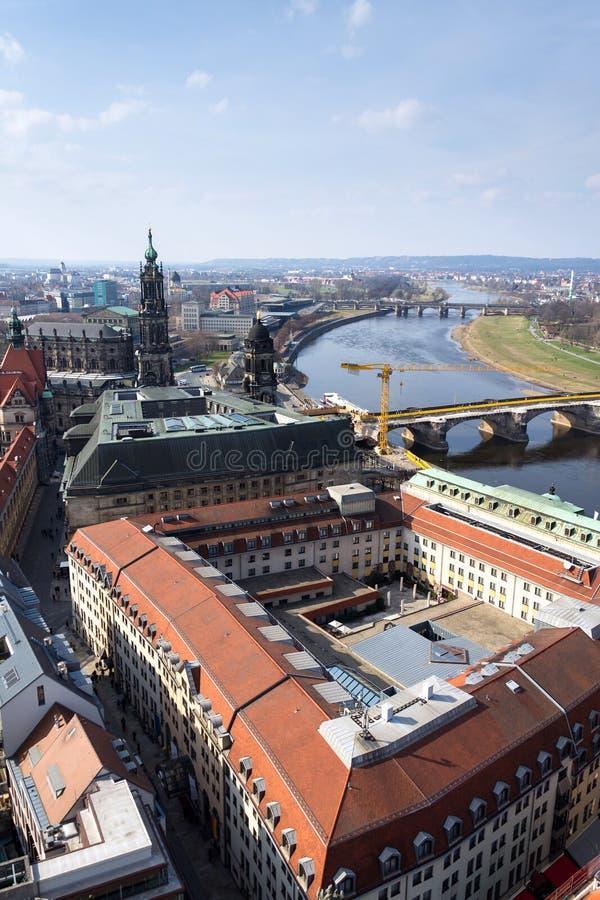 三位一体的德累斯顿大教堂鸟瞰图与奥古斯都桥梁的在易北河在德累斯顿,德国 免版税库存照片