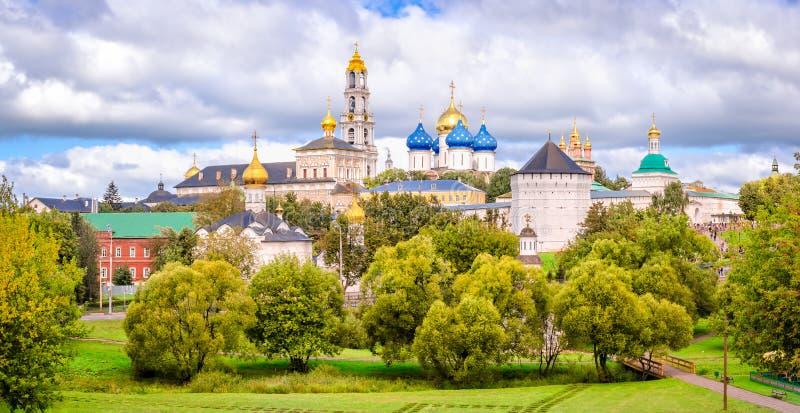 三位一体St Sergius拉夫拉的全景 免版税库存照片