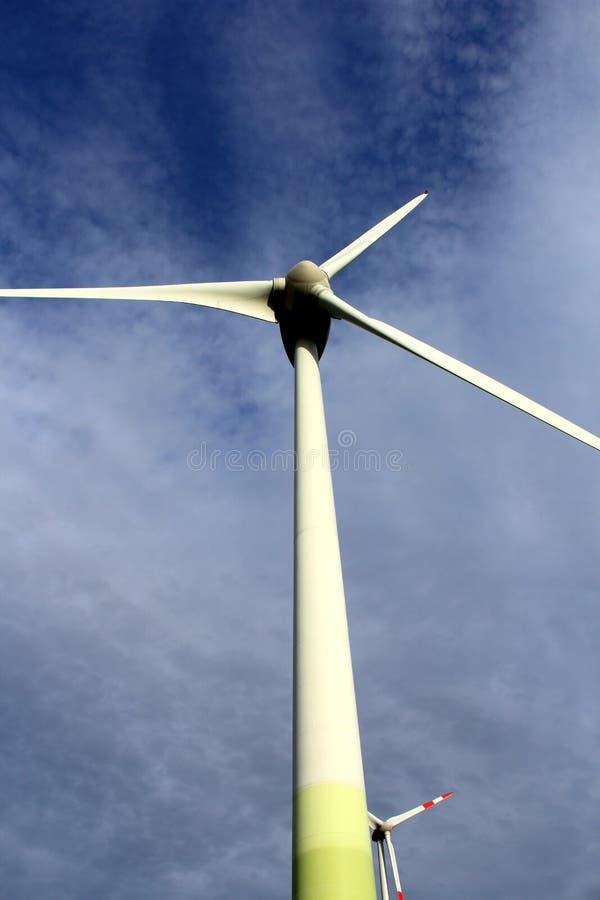 三刃状的风轮机的电动子 免版税图库摄影