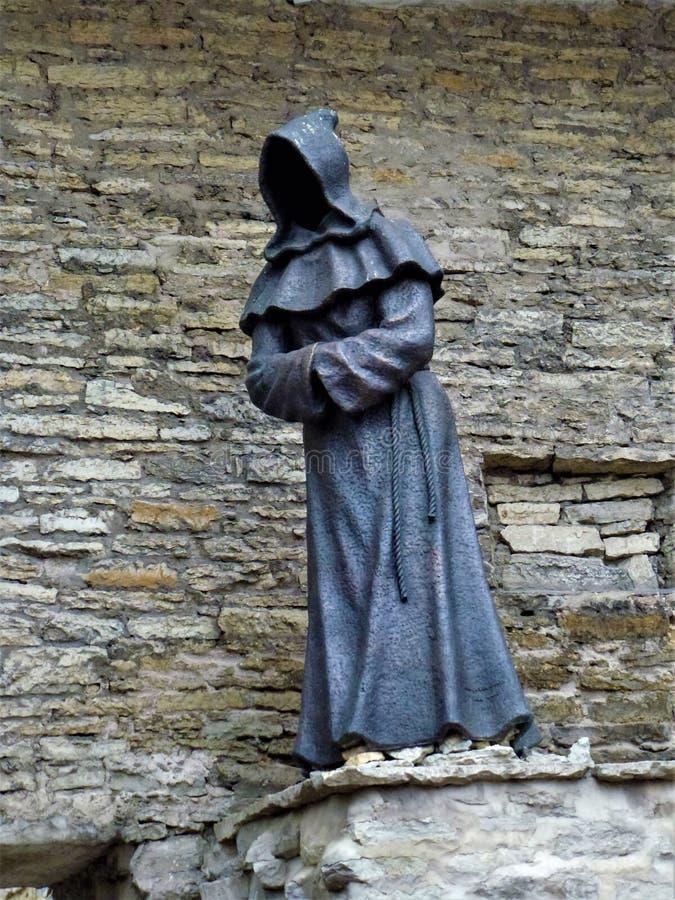 三名修士之一在塔林的丹麦国王的Garden里 库存照片