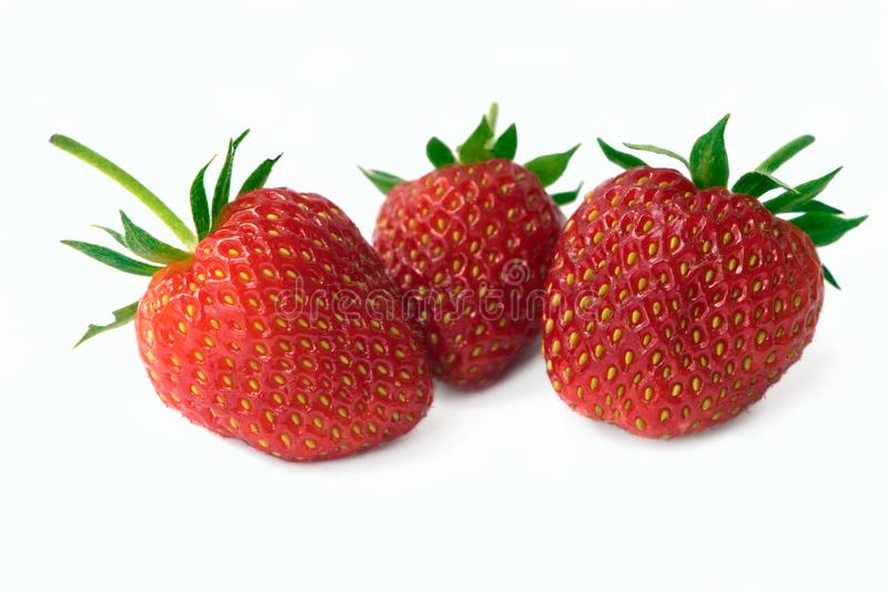 三在白色背景隔绝的新鲜的草莓 免版税库存照片