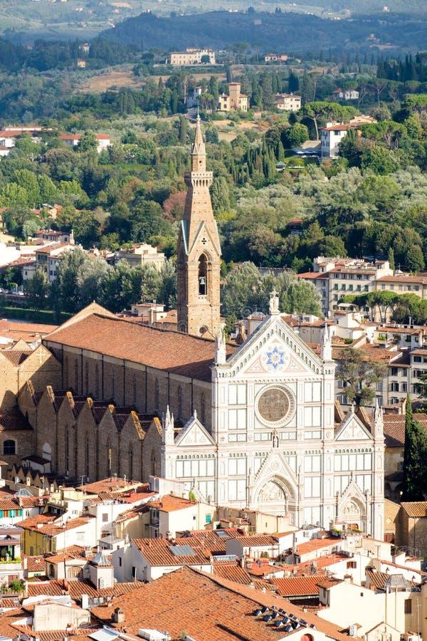 三塔Croce大教堂和中世纪市的历史的中心佛罗伦萨在意大利 免版税库存图片