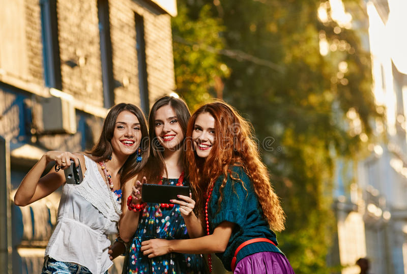 三女孩姐妹toursits 免版税库存图片