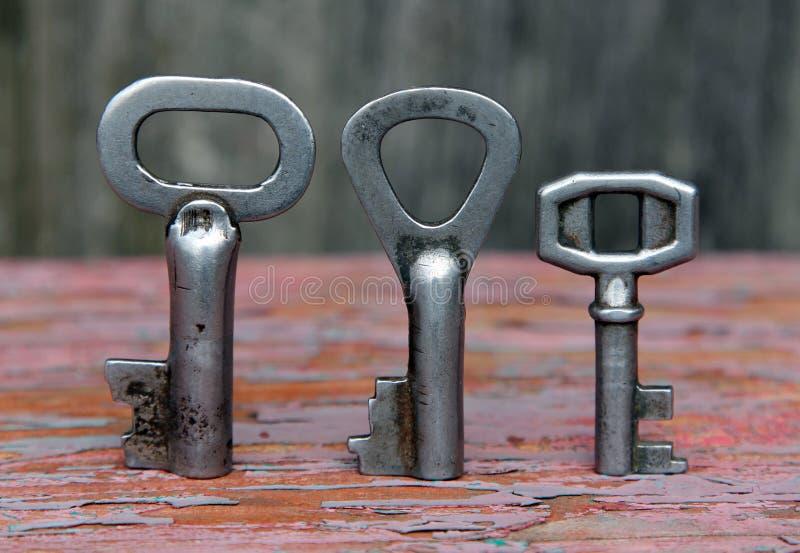 三把古老钥匙 免版税库存照片