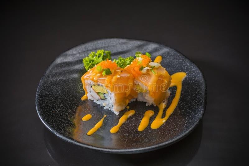 三文鱼卷用辣调味汁 库存图片