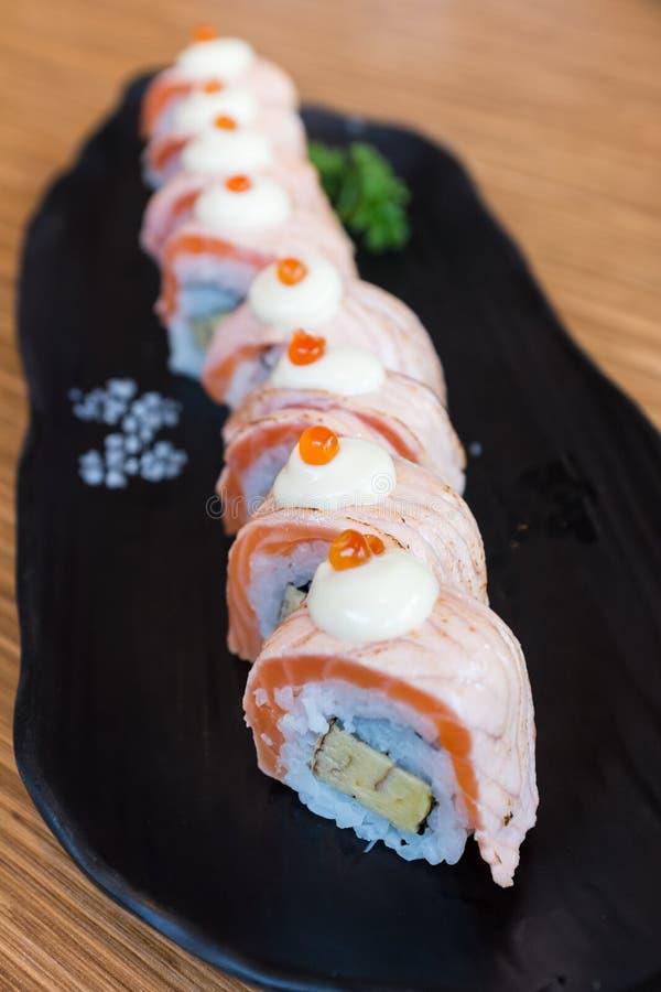 滚三文鱼寿司 免版税库存图片
