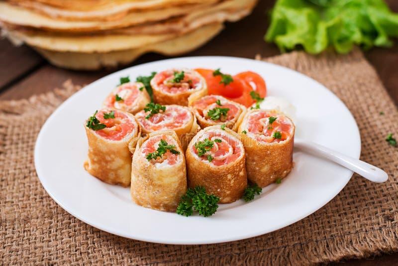 三文鱼干酪奶油色的薄煎饼 免版税图库摄影