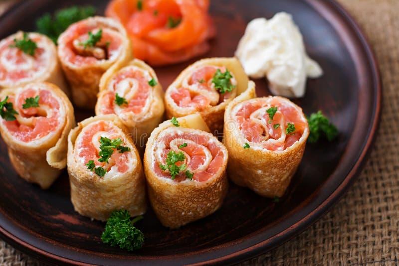 三文鱼干酪奶油色的薄煎饼 图库摄影