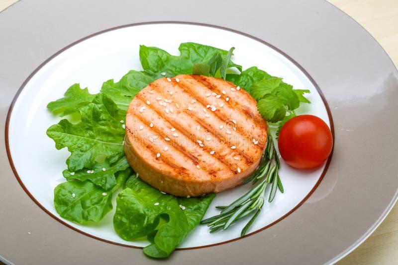 三文鱼汉堡炸肉排 免版税库存图片