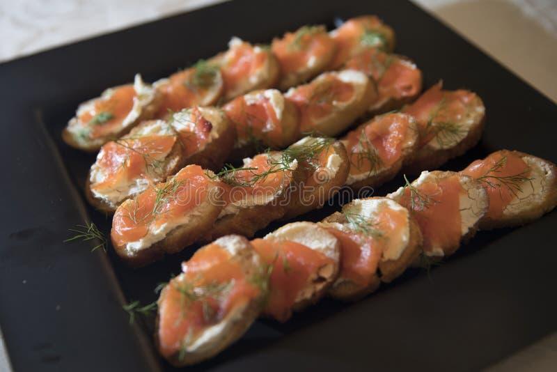 三文鱼油煎方型小面包片 图库摄影