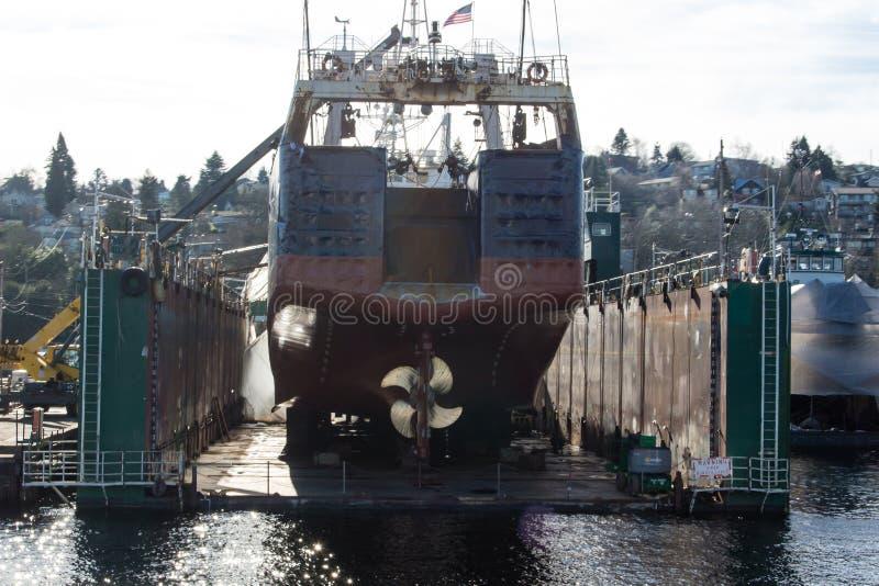 三文鱼海湾的浮船坞在Ballard桥梁旁边 库存图片