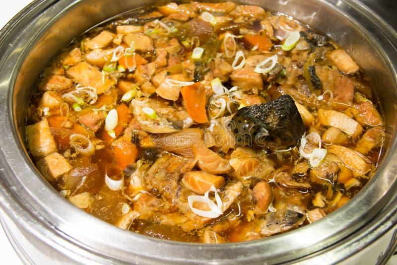 三文鱼煮沸用酱油食物是日本式 图库摄影
