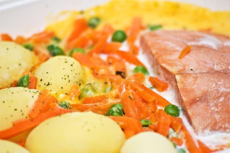三文鱼膳食的土豆 免版税图库摄影