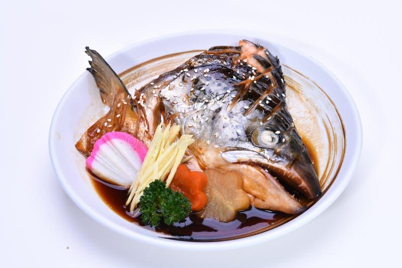 三文鱼kabutoni,一个被蒸的三文鱼头用酱油 免版税库存图片
