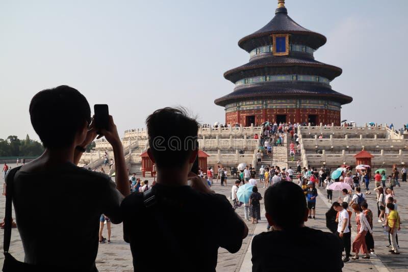 三旅游观众的参观的天坛北京 免版税图库摄影