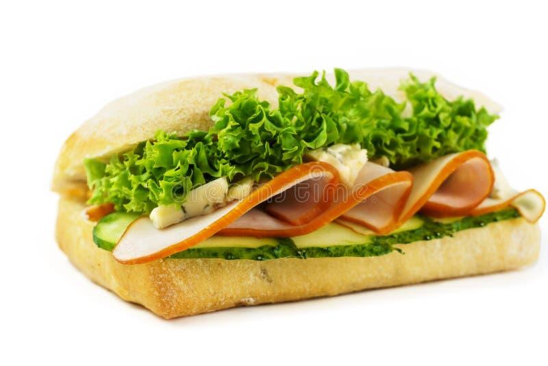 三明治新莴苣、黄瓜和火腿景色从上面 库存图片