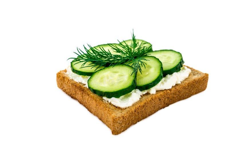 三明治用乳酪,黄瓜,隔绝在白色背景 图库摄影