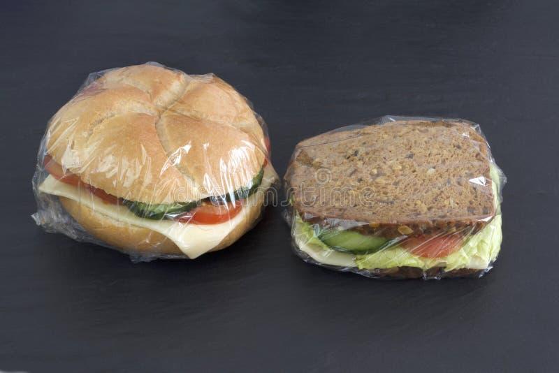 三明治包装与舒展影片 免版税库存照片