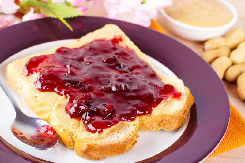 三明治用花生酱和果酱 免版税库存图片