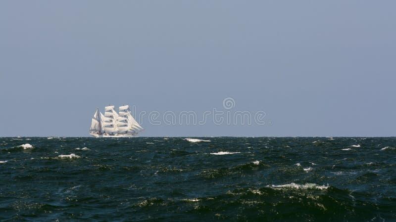 三桅帆在强风的Cuauhtémoc航行 图库摄影
