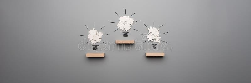 三电灯泡宽全景视图由白色难题pi形成了 图库摄影