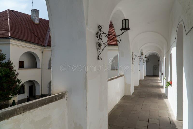 三画廊和最旧的内在围场Palanok城堡在穆卡切沃,乌克兰 免版税库存照片
