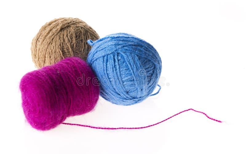 三色的羊毛线团 免版税库存照片