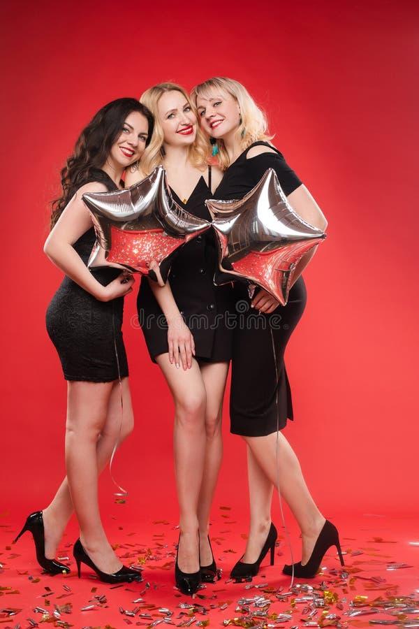 三获得的美女庆祝党和乐趣 免版税图库摄影