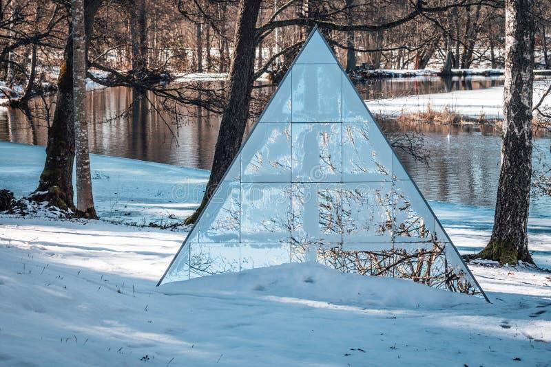 三角形状的镜子 库存图片