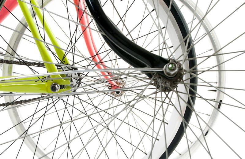 三辆在丝毫隔绝的自行车轮子掩藏的eachother正面图  免版税图库摄影