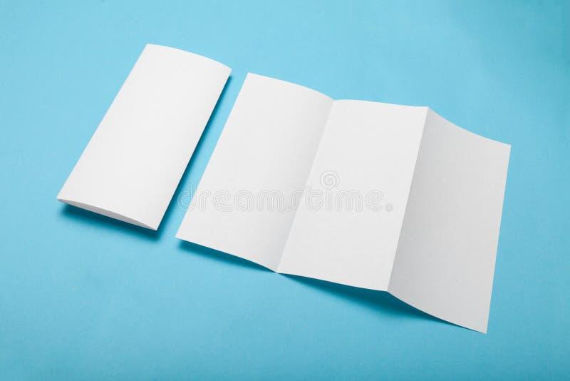 三部合成的纸菜单,小册子大模型 DL飞行物 库存图片