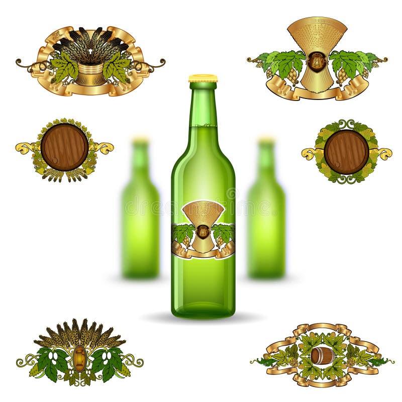 三绿色玻璃瓶啤酒和套的现实嘲笑在白色背景的豪华标签 库存例证