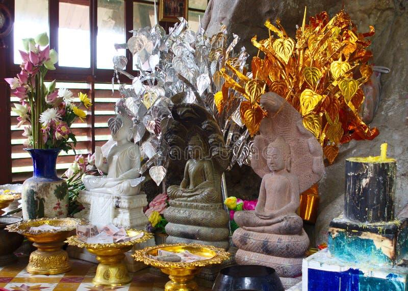 三Buddhas和奉献物 免版税库存图片