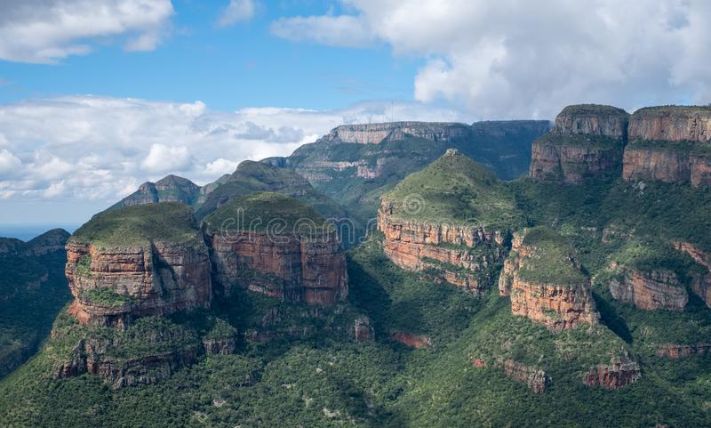 三Rondavels,岩层,在布莱德河峡谷,全景路线,普马兰加省,南非 免版税库存照片