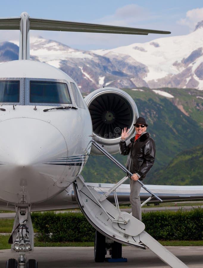 上一个私人喷气式飞机的人 库存照片