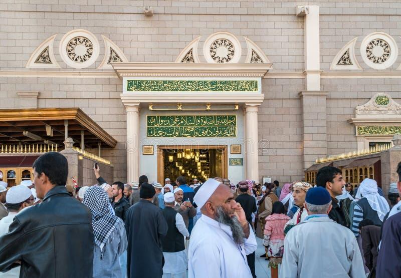 上千群众每天参观Hazrat穆罕默德坟茔  免版税库存图片