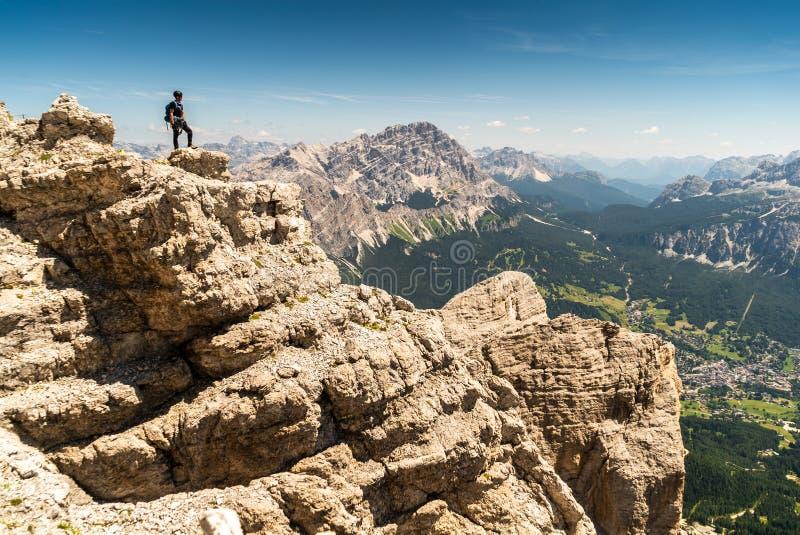 上升向马尔莫拉达山,白云岩,意大利 马尔莫拉达山冰川 旅游上升在白云岩的马尔莫拉达山山 在theC的冰斧 库存图片