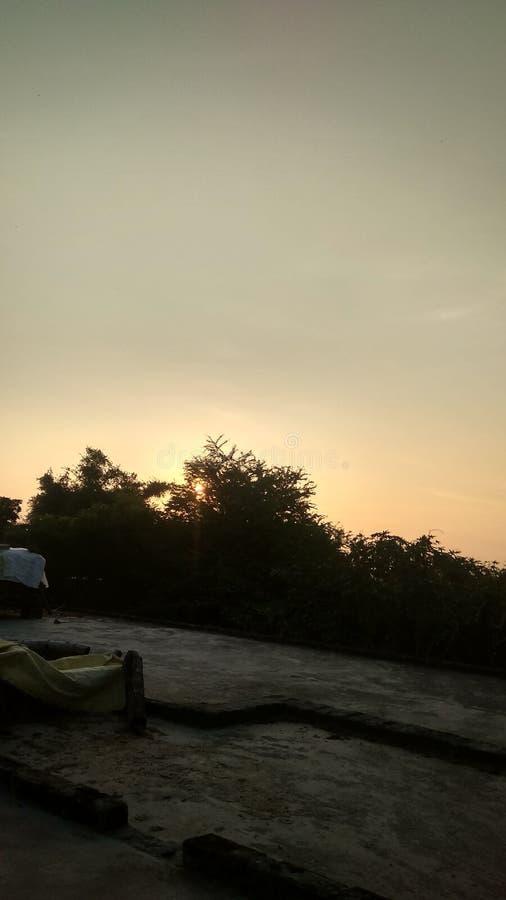 上升早晨的太阳的图象 免版税库存图片
